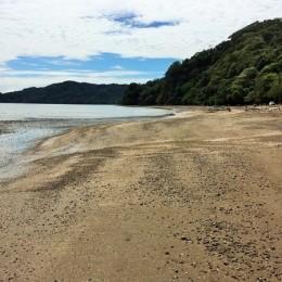 De visita en Playa Gigante: Un mediodía de sábado en sus arenas y caminando bajo el puente roto