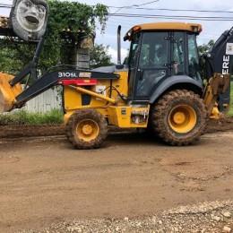 Vecinos, transportistas, empresarios y Concejo Municipal de Cóbano se unen para tapar huecos en San Isidro