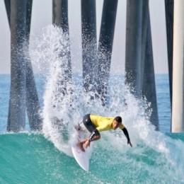 Huntington Beach, California, EEUU: Malakai Martinez lo hizo de nuevo y se puso a dos heats de medalla mundial