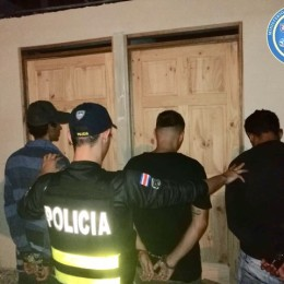 Guápiles de Pococí, Limón: Fuerza Pública detiene a cuatro sujetos con tres armas cortas y una subametralladora