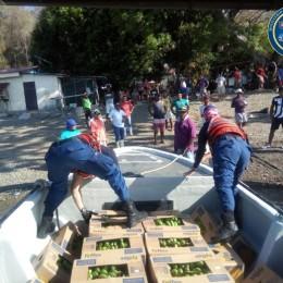 Guardacostas lleva alimentos y productos de higiene a familias de islas Venado y Caballo en el Golfo de Nicoya y Barra del Pacuare