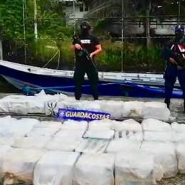 Guardacostas capturan en el Caribe embarcación con más de una tonelada de cocaína y cuatro tripulantes: Apoyo aéreo de Estados Unidos fue fundamental