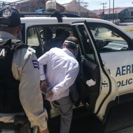 Sector de terminales del Juan Santa María: Policía Aeroportuaria detiene sujeto por aparente estafa