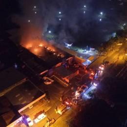 Entre las 11:30 p.m. del sábado y las 06:28 a.m. de este domingo: El Cuerpo de Bomberos atendió cuatro incendios en estructuras en varias partes del país