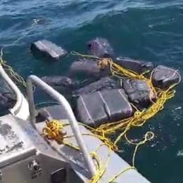 En cuestión de dos horas y mar adentro: Guardacostas intercepta dos lachas, detiene a seis personas y decomisa dos cargamentos de droga