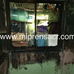 A bombero se le incendió su casa en Santa Fe de Cóbano: Esposa con quemaduras de primer y segundo grado