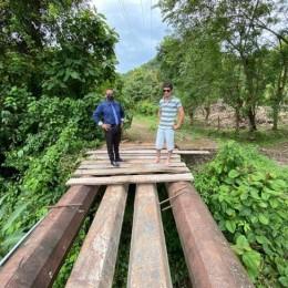 Quebrada Blanca: Colocan columnas y habilitan puente para uso peatonal en San Rafael de Paquera