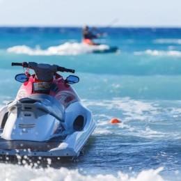 Motos acuáticas no pueden conducirse a menos de 50 metros de los bañistas