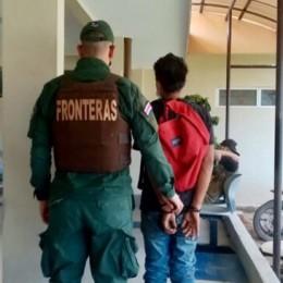 Policía de Fronteras detiene en flagrancia a sujeto que estaba saqueando una vivienda: Tiene antecedentes por maltrato, abuso sexual contra mayor de edad e incumplimiento de medidas de protección
